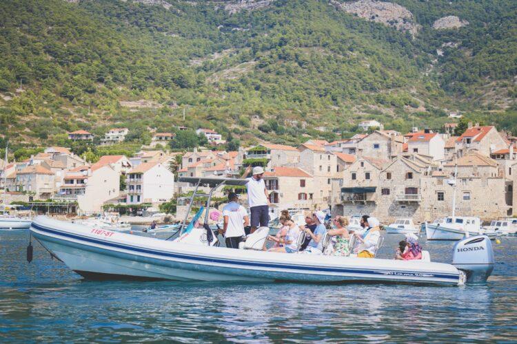 Toto-Travel-Private-Boat-Trip-Blue-Cave-Hvar-5-Islands-Private-Boat-Trip-11