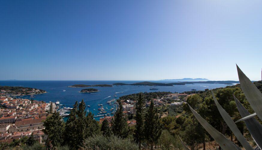 Toto-Travel-Private-Boat-Trip-Blue-Cave-Hvar-5-Islands-Private-Boat-Trip-2-3