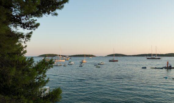 Toto-Travel-Private-Boat-Trip-Blue-Cave,-Hvar-&-5-Islands-Private-Boat-Trip1