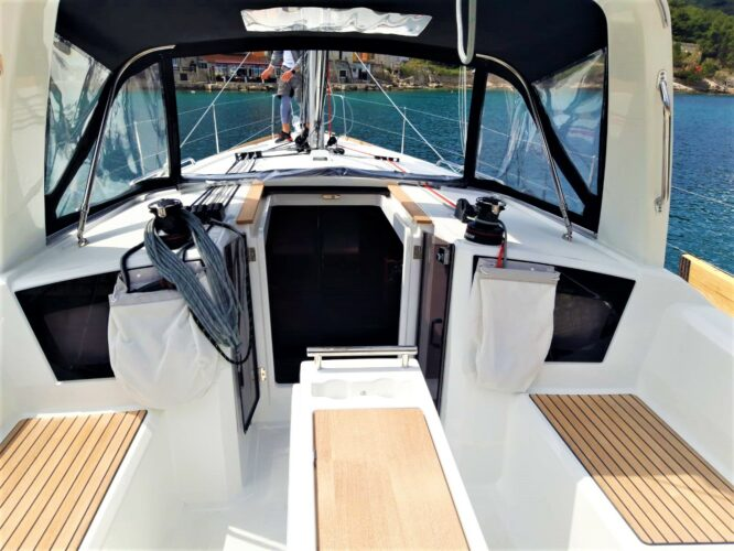 Toto Travel Rent A Boat Beneteau Oceanis 38.1. 1
