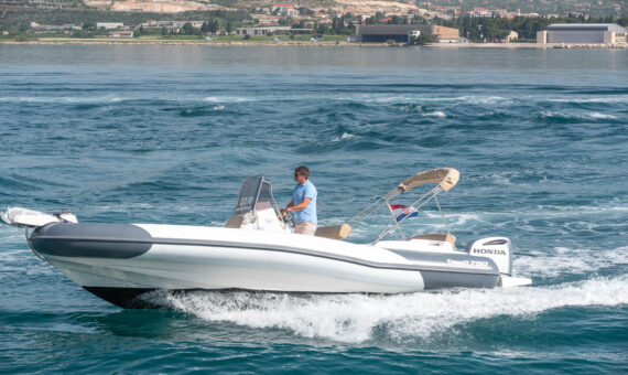 Toto Travel Rent A Boat Marlin 790 2