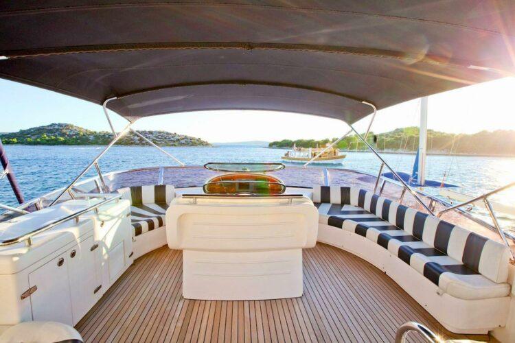 Toto-Travel-Rent-A-Boat-Yarretti-2210-14.jpeg