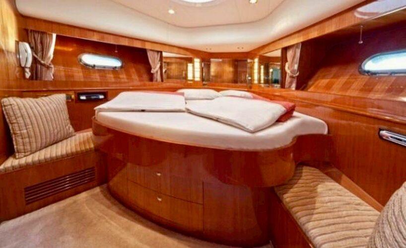 Toto-Travel-Rent-A-Boat-Yarretti-2210-15.jpeg