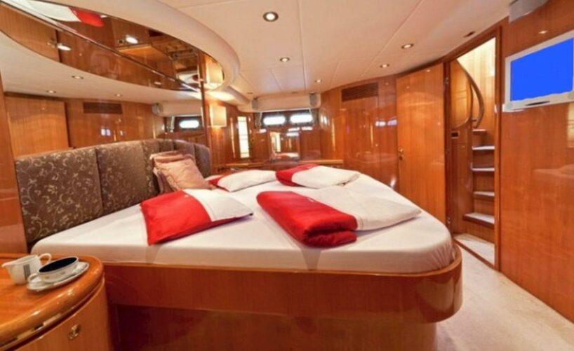 Toto-Travel-Rent-A-Boat-Yarretti-2210-17.jpeg