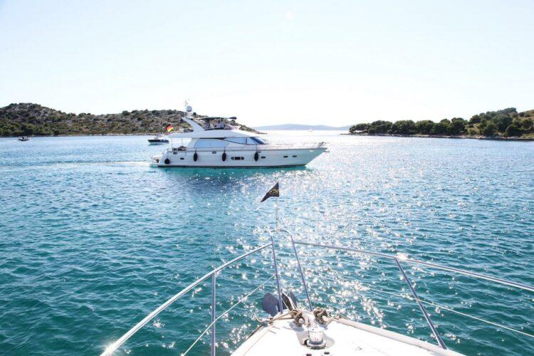 Toto-Travel-Rent-A-Boat-Yarretti-2210-2.jpeg