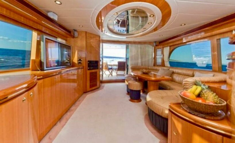 Toto-Travel-Rent-A-Boat-Yarretti-2210-20.