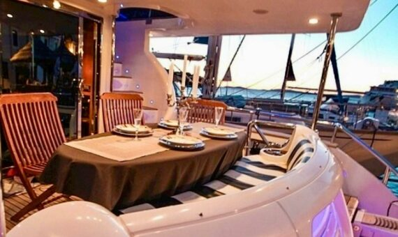 Toto-Travel-Rent-A-Boat-Yarretti-2210-22