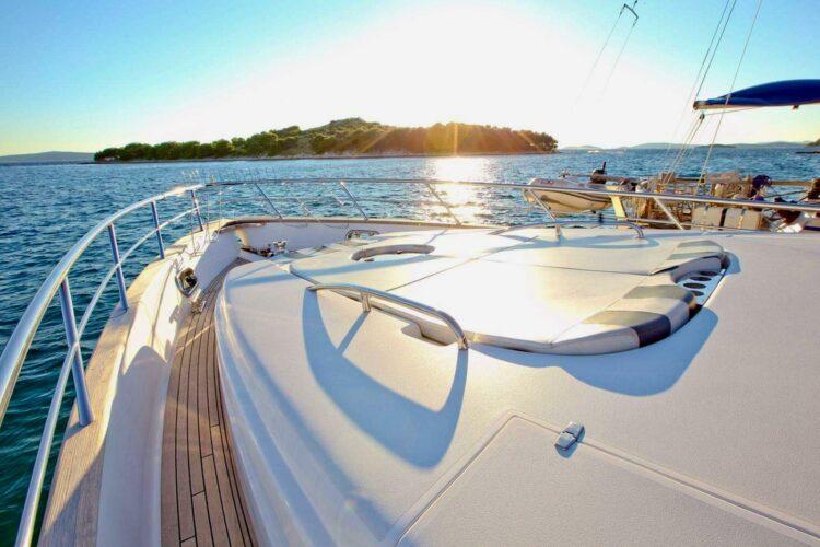 Toto-Travel-Rent-A-Boat-Yarretti-2210-6.jpeg