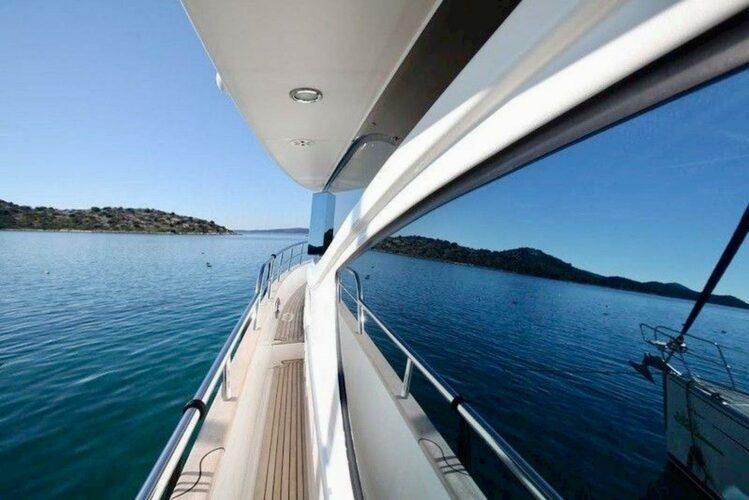 Toto-Travel-Rent-A-Boat-Yarretti-2210-7.jpeg