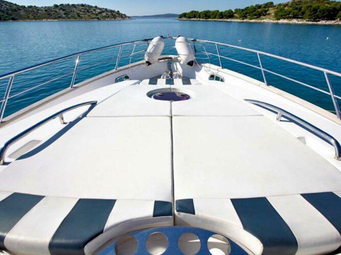Toto-Travel-Rent-A-Boat-Yarretti-2210-8.jpeg